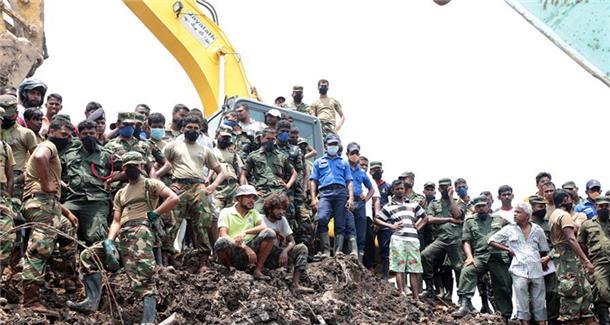 斯里兰卡垃圾山坍塌死亡人数增至30人[组图]