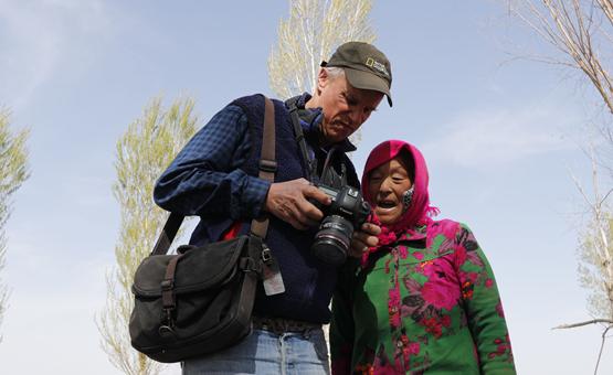 镜头中的脱贫故事:记者眼中的库布其治沙扶贫