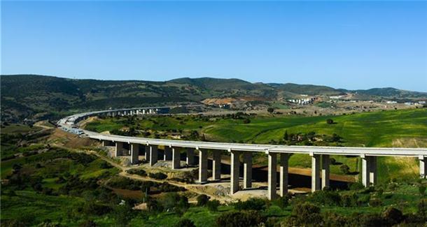 中国公司助力阿尔及利亚修筑南北通途