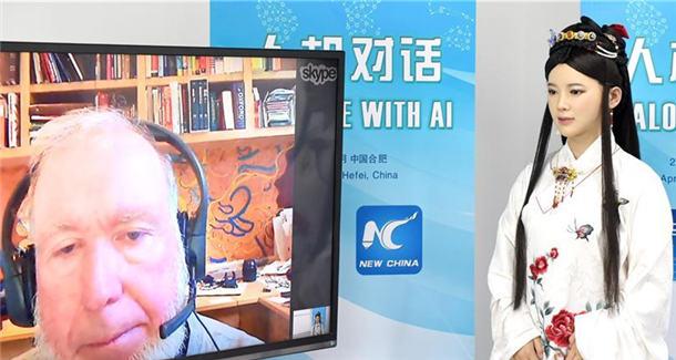 中国智能机器人对话美国科技观察家