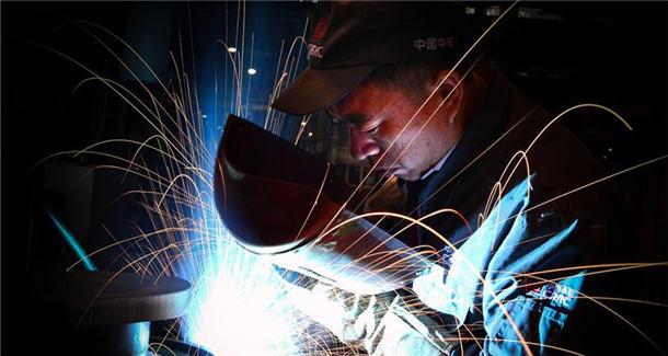 """从普通焊工到大国工匠的""""人生逆袭"""""""