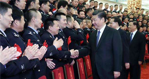 习近平等会见出席全国公安系统英雄模范立功集体表彰大会代表