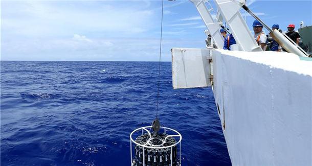 """""""蛟龙""""号抵达马里亚纳海沟作业区 23日在世界最深处下潜"""