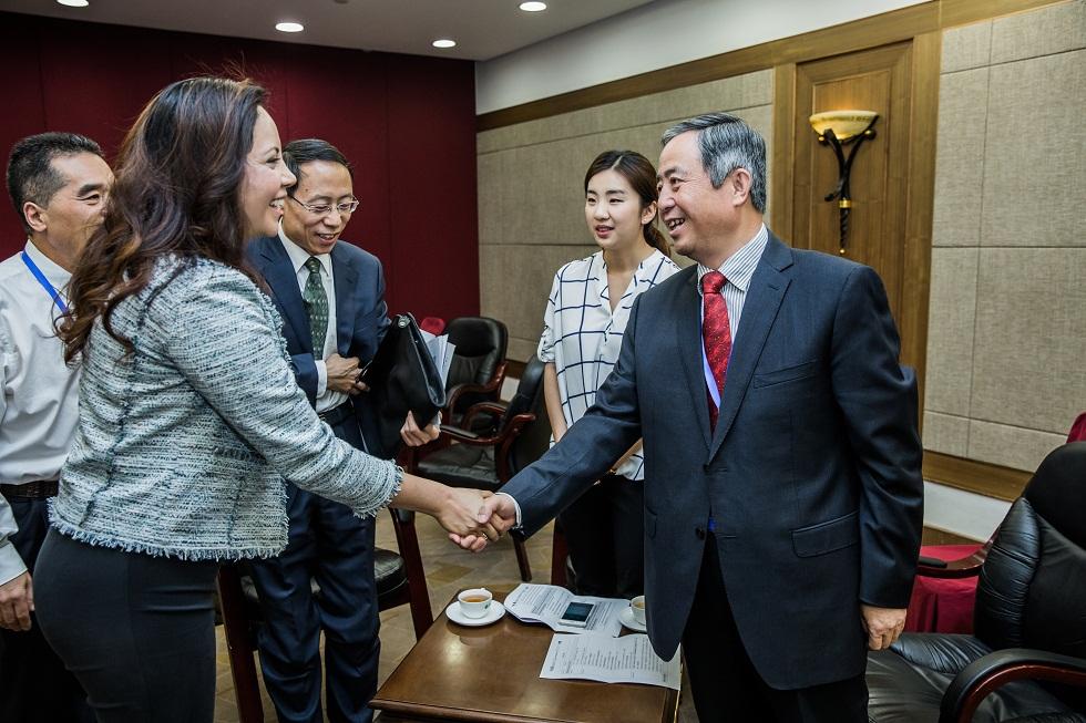 国务院扶贫办副主任陈志刚与Gladys H. Morales