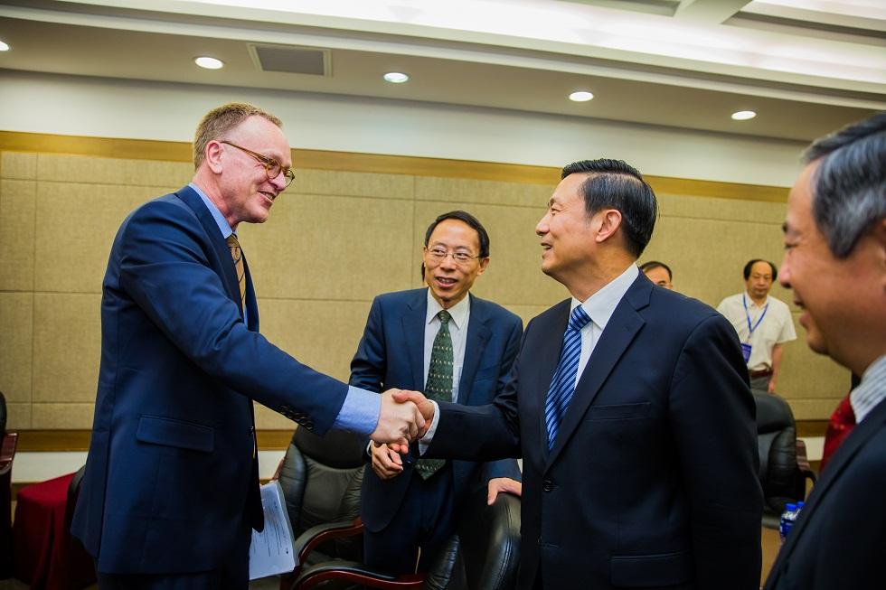 国务院新闻办副主任郭卫民与世行中国局局长郝福满