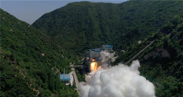 我国首台泵后摆火箭发动机试车成功