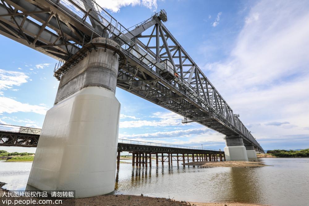黑龙江同江中俄铁路大桥加紧施工