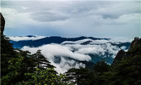 安徽黄山暴雨后现云海水景美翻天