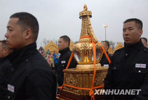 The Buddha's sarira (finger-bone) arrives at the Famen Temple of Shaanxi Province on Saturday, on May 9, 2009. A grand ceremony is held there to mark the enshrinement of the sarira in a 148-m-high stupa. Sarira, remains from the cremation of a Buddha or a saintly monk, are regarded as treasured Buddhist relics.