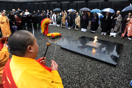 Chinese and Japanese monks hold a religious assembly to mourn people killed by invading Japanese troops 72 years ago in the Nanjing Massacre in Nanjing, capital of east China's Jiangsu Province, December 13, 2009.