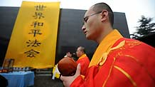 Chinese monks attend a religious assembly to mourn people killed by invading Japanese troops 72 years ago in the Nanjing Massacre in Nanjing, capital of east China's Jiangsu Province, December 13, 2009.