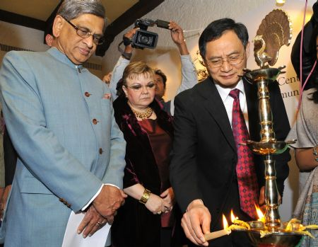 Chinese Ambassador to India Zhang Yan (R) lights up a lamp as Indian Foreign Minister S.M. Krishna (L) looks on during the opening cermeony of the exhibition 'Spotlight on Chinese Ink Painting: International Art Exhibition in India' at Hotel Taj Mahal in New Delhi, capital of India, December 23, 2009.