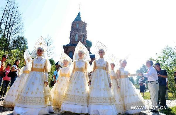 Russian actresses perform during a show during a China-Russia cultural festival in Heihe City, northeast China's Heilongjiang Province, Aug. 23, 2011.