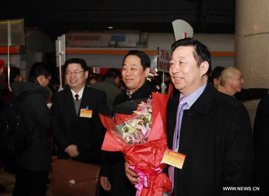 CPPCC Members Arrive in Beijing