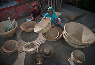 Women are making baskets for their livelihood in Dhar of India.