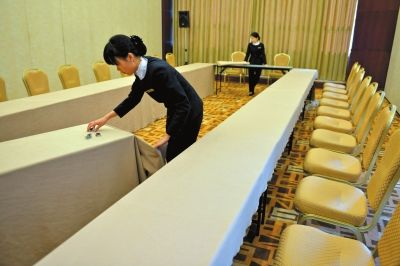 Fifteen Chinese provincial-level governments improve the style of their conferences by simplifying receptions, cutting down paperwork and enforcing frugality. [file photo]