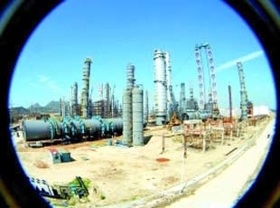 China's largest oil and natural gas producer PetroChina published a report on the environmental impact assessment it submitted to the government for its controversial refinery in Kunming, capital of southwest China's Yunnan Province.