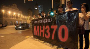 The number of Chinese tourists going to Malaysia, formerly a popular holiday destination, has plunged during the three-day May Day holiday due to the MH370 incident, China National Tourism Administration said.