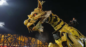 Tourists to Beijing's Bird's Nest stadium have been greatly entertained by the once-daily performance 'Long Ma' that featurs a 15-meter tall mechanized dragon horse and a machine spider. The performance, which combines Chinese culture and French art.