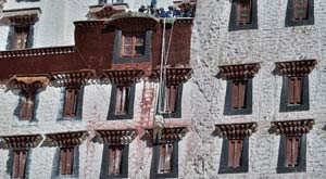Workers repaint the sloping stone walls of the Potala Palace during an annual renovation of the magnificent ancient architectural complex in Lhasa, capital of southwest China's Tibet Autonomous Region, Oct 30, 2014.