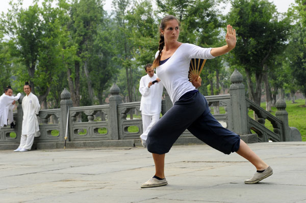 A student practices Taoist kung fu in the Jade Void Palace at Wudang Mountain, Hubei province. Wudang, long known as an important center of Taoism, has recently attracted a growing number of enthusiasts from all over the world. HE TONGQIAN/XINHUA