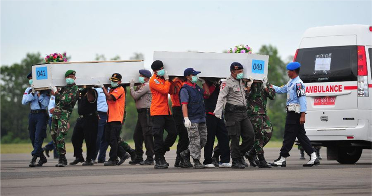 Rescuers to lift tail, retrieve more bodies in crashed AirAsia jet