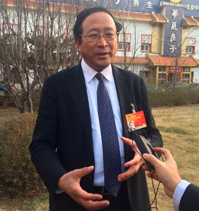 Chen Zhangliang, a member of the 12th National Committee of the Chinese People's Political Consultative Conference, talks to reporters in Beijing on March 9, 2015. [China.org.cn]