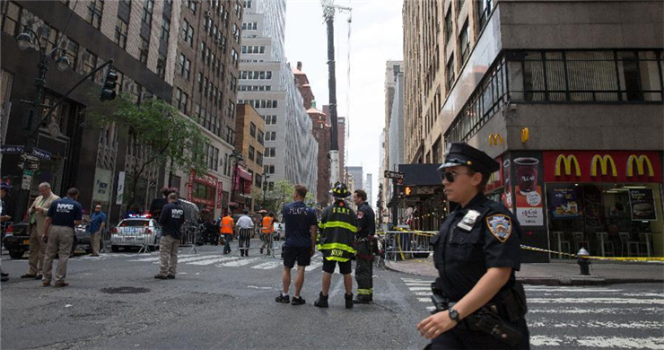 10 injured in crane accident in Manhattan