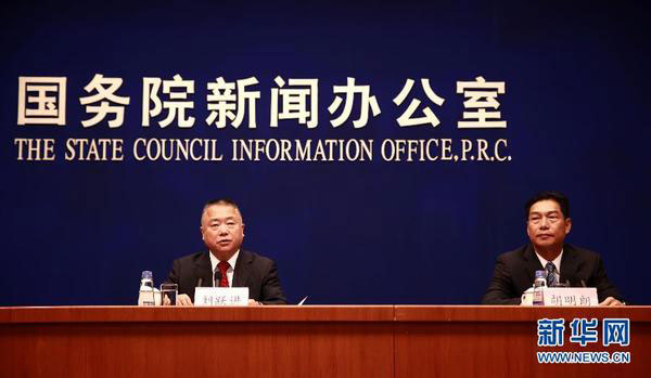 Liu Yuejin (L), a drug official with the Ministry of Public Security, speaks at a press conference by the State Council Information Office on June 24, 2015, where a new report connected to drug drade in China is released. [Photo: Xinhua]