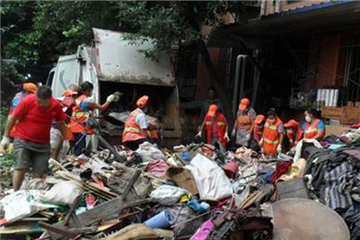 Four tons of garbage fill Sichuan man's home