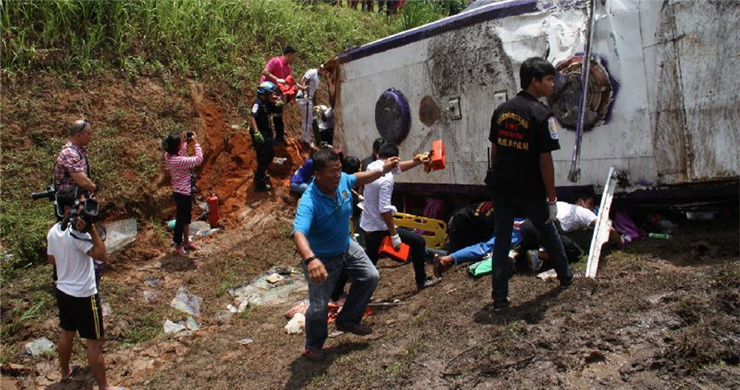 17 Chinese tourists injured in bus accident in Thailand