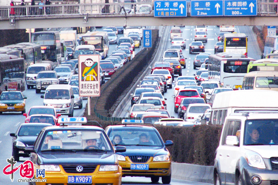 Cars run on the Third Ring Road in Beijing.[File photo/China.com.cn]
