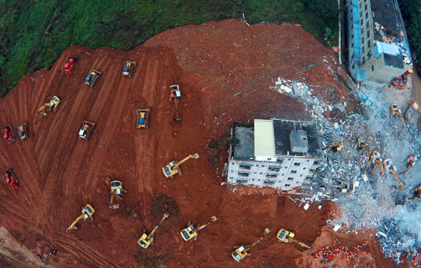 Rescue work continues in Shenzhen, Guangdong province, after a huge landslide of dirt and construction waste buried buildings on Sunday. [Photo/Xinhua]