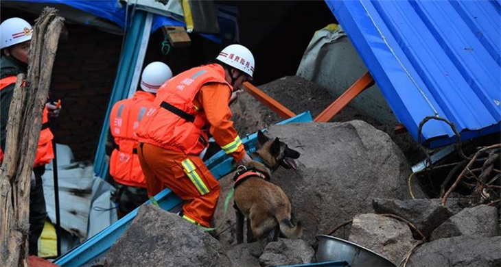 Rescuers search for life signs in SE China