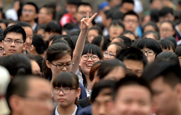 Students leave a gaokao venue in Xingtai, Hebei province, after their first exam on Tuesday.[Photo/Xinhua]