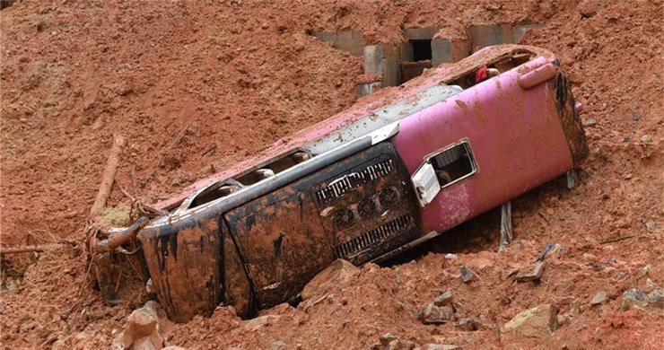 Landslide buries bus in east China
