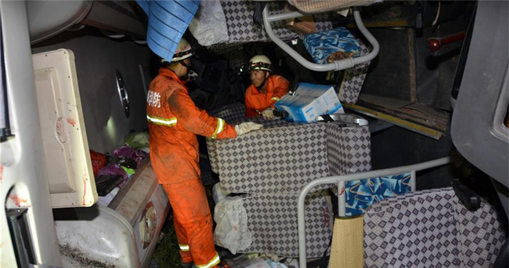 10 killed in SW China coach accident