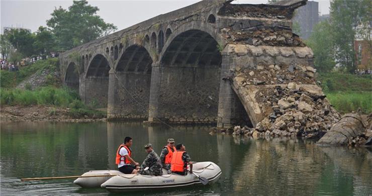 East China bridge collapse kills 3