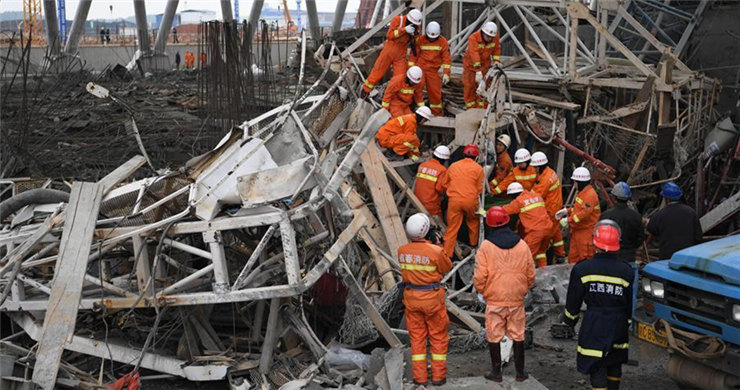 Over 40 killed in construction equipment collapse