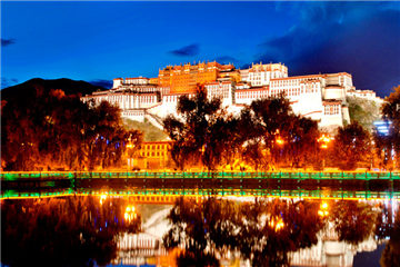 Splendid Potala Palace in China's Tibet