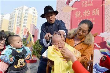 Cutting hair to mark 'Er Yue Er'