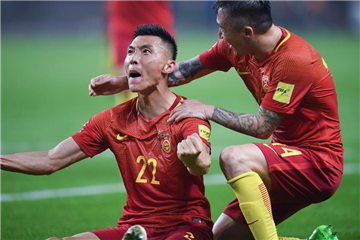 China stuns South Korea to keep hopes alive