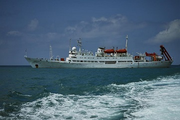 Crew members check submersible Jiaolong