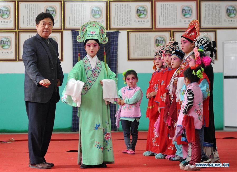 Local Chinese opera 'Ha Ha Qiang' in Hebei