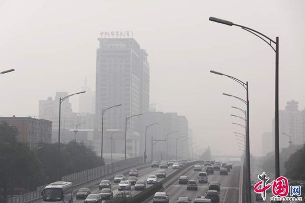 Heavy smog hits Beijing. [Photo/China.org.cn]