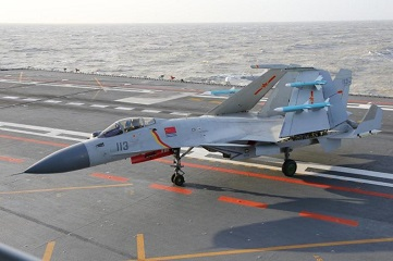 Aircraft carrier Liaoning conducts training