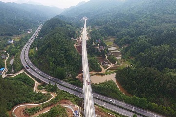 High-speed railway links Xi'an and Chengdu