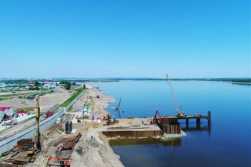 Highway bridge connecting China and Russia under construction