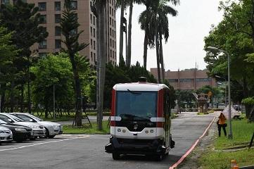 Taiwan's 1st unmanned bus starts test run in Taipei