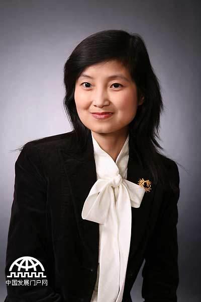 张茉楠,中国国际经济交流中心战略研究部副研究员,经济学博士后。